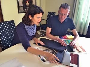 Unsere Kollegen bei der Auswahl der Materialien